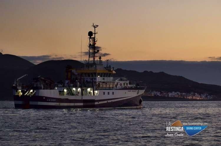 Buque oceanográfico Ramón Margalef y su submarino